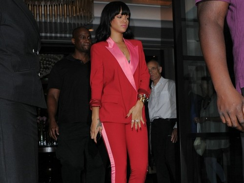 rihanna sweet in red and pink - rihanna Wallpaper
