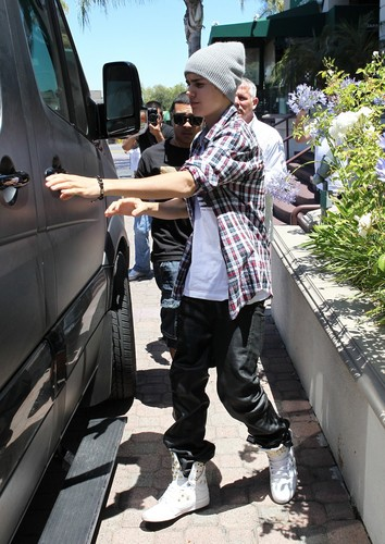"""Justin leaving """"Yamato"""" after getting sushi in Encino today."""