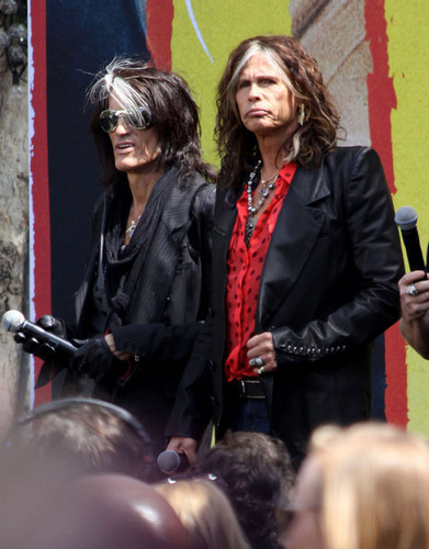 Aerosmith Hintergrund with a business suit called Aerosmith