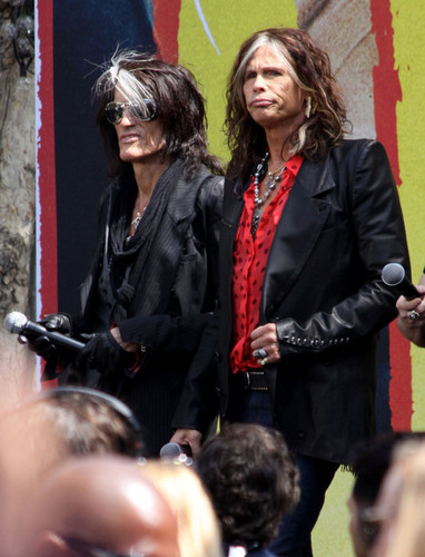Aerosmith Hintergrund containing a business suit entitled Aerosmith
