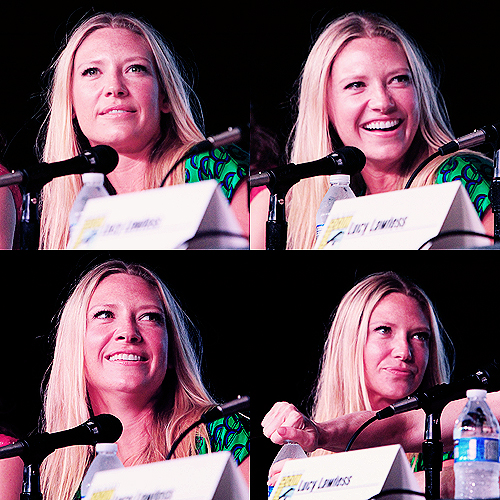 Anna Torv EW Powerful Women in Pop Culture (aka Women Who Kick Ass!) Panel @ SDCC2012