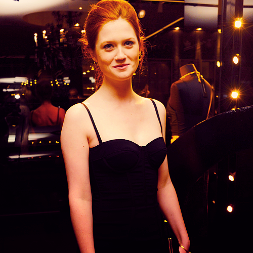 Bonnie Wright wallpaper entitled Bonnie <3