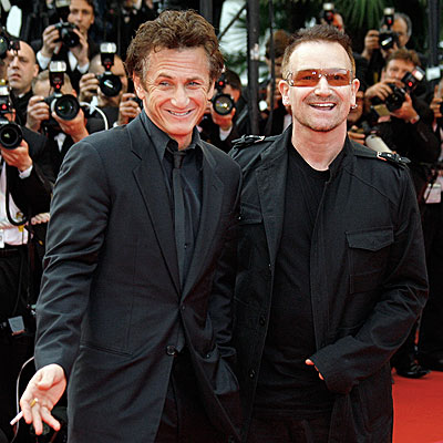 U2 壁紙 containing a business suit, a suit, and a well dressed person called Bono & Sean Penn
