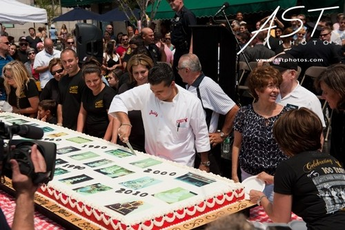 Cake Boss Обои possibly containing a sign titled Cake Boss