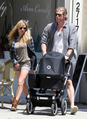 Chris Hemsworth Takes a Walk with the Family - chris-hemsworth Photo