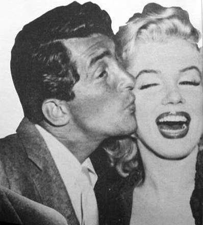 Dean Martin Обои containing a business suit entitled Dean Martin & Marilyn Monroe