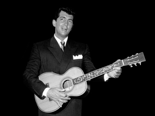 Dean Martin Обои possibly containing a guitarist entitled Dean Martin