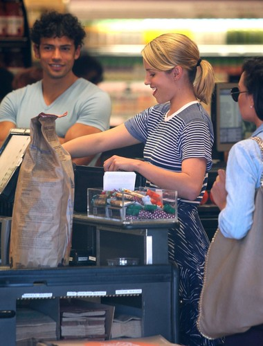 Dianna & Naya kedai at Whole Foods - July 9, 2012