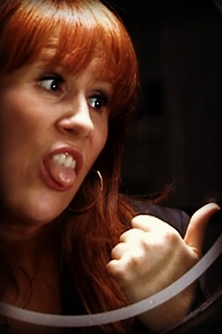 http://images5.fanpop.com/image/photos/31400000/Donna-Noble-donna-noble-31404550-250-375.jpg