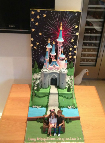 Eleanor's B'day Cake (From Louis)