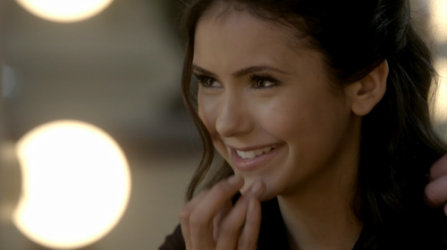 karakter wanita di tv wallpaper containing a portrait called Elena Gilbert