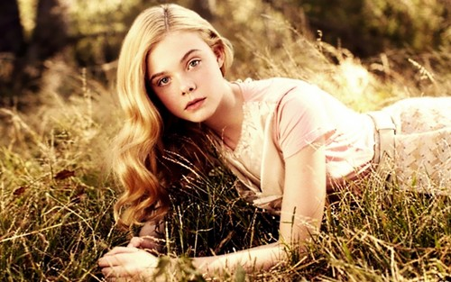 Elle Fanning Обои with a grainfield titled Elle