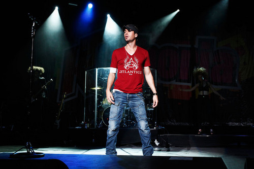 Enrique Iglesias at 103.5 KTU's KTUphoria - enrique-iglesias Photo