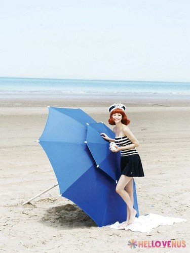Hello Venus achtergrond probably with a parasol called HELLOVENUS Like a Wave repackage