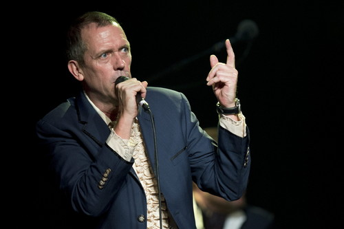 Hugh Laurie karatasi la kupamba ukuta with a business suit entitled Hugh Laurie- Montreux Jazz Festival - 09.07.2012
