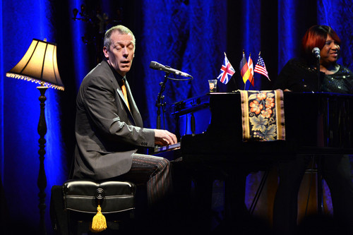Hugh Laurie wallpaper containing a pianist called Hugh Laurie-concert in Tempodrom (Berlim) 14.07.2012