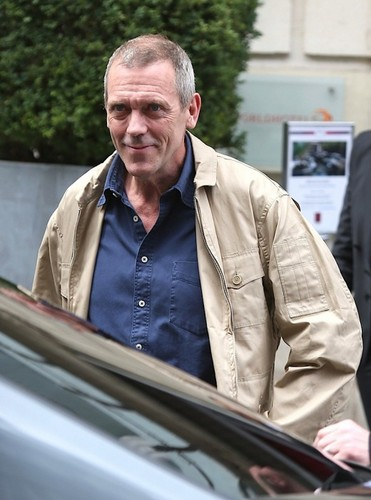 ヒュー・ローリー 壁紙 entitled Hugh Laurie in Paris 10.07.2012