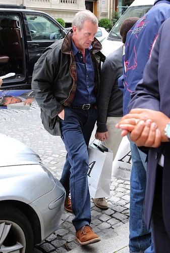 Hugh laurie in Paris 10.07.2012 - hugh-laurie Photo