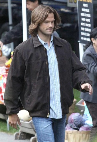 Jared and Jensen on the Supernatural set - jared-padalecki Photo