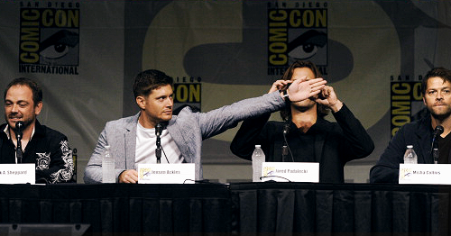 Jared and Jensen onstage at Comic Con