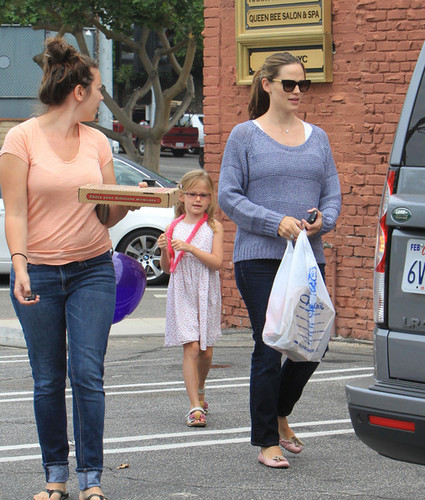 Jennifer Garner Has A Mommy/Daughter Day [July 13] - jennifer-garner Photo