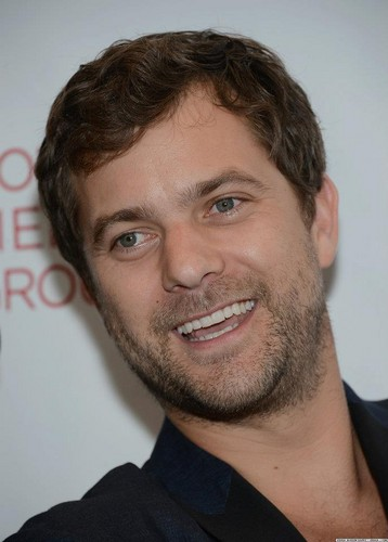 Joshua Jackson wallpaper with a business suit and a suit entitled Joshua Jackson