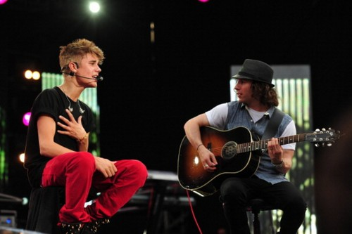 Justin Performing at MTV World Stage live in Malaysia vues