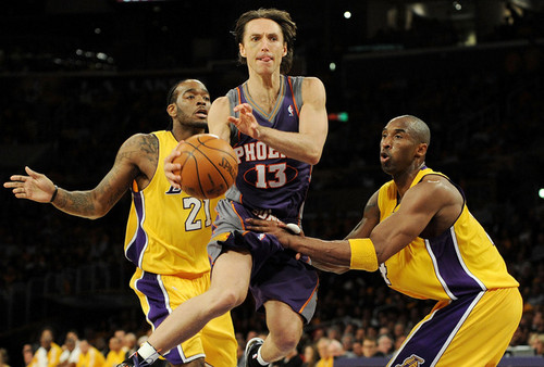 Los Angeles Lakers 壁纸 with a basketball, a dribbler, and a 篮球 player titled Kobe & Josh defending Steve Nash