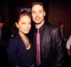 Beauty and the Beast (CW) wallpaper containing a business suit, a suit, and a three piece suit titled Kristin Kreuk & Jay Ryan