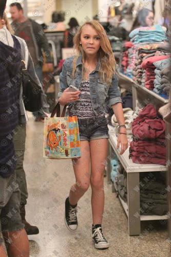 Lily-rose on shopping in Los Angeles, California - 11.08.2011