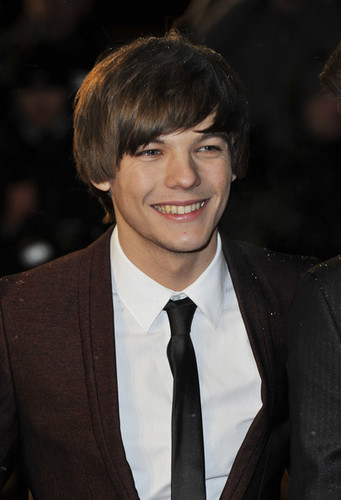 Celebrity Contests wallpaper with a business suit and a suit titled Louis Tomlinson