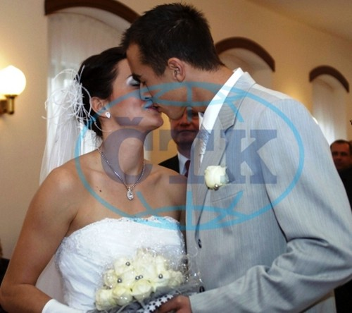 Lukas Rosol wedding kiss 2008 - tennis Photo