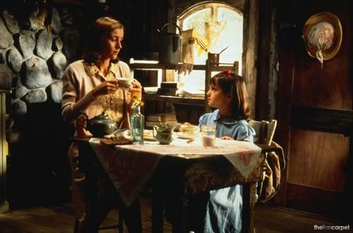 Matilda 바탕화면 with a 공식 만찬, 저녁 식사 표, 테이블 entitled Matilda