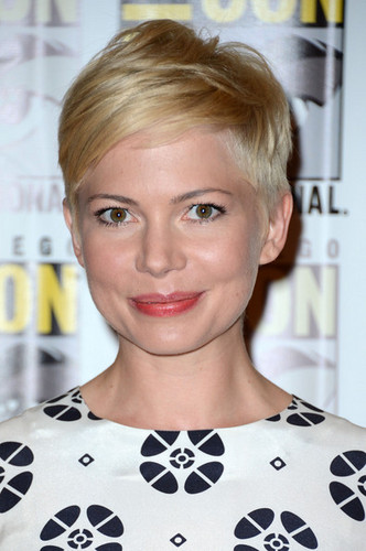"Michelle Williams at the ""Comic-Con/red carpet"" - (13.07.2012)"