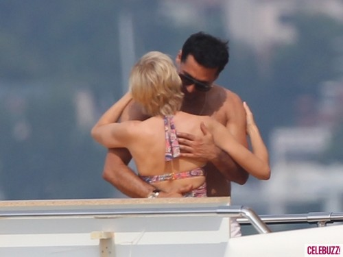 Lady Di fond d'écran possibly containing skin entitled Naomi Watts Kisses Dodi Al Fayed Lookalike on Set