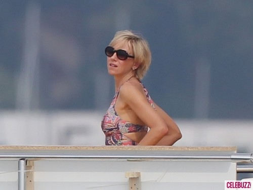 Prinzessin Diana Hintergrund containing sunglasses entitled Naomi Watts Kisses Dodi Al Fayed Lookalike on Set