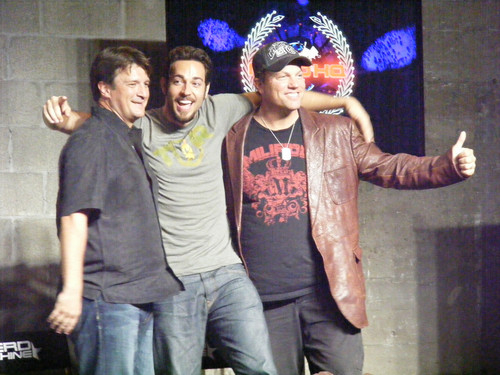 Nathan Fillion achtergrond containing a boater, a fedora, and a sombrero titled Nathan Fillion, Adam Baldwin & Zachary Levi at Comic Con 2012