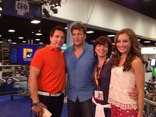 Nathan Fillion 바탕화면 with a triceratops titled Nathan Fillion with John Barrowman at Comic Con 2012