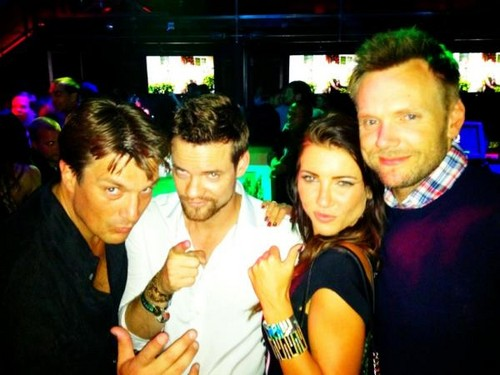 Nathan Fillion fond d'écran probably with a bridesmaid titled Nathan Fillion with Shane West & Joel McHale at Comic Con 2012
