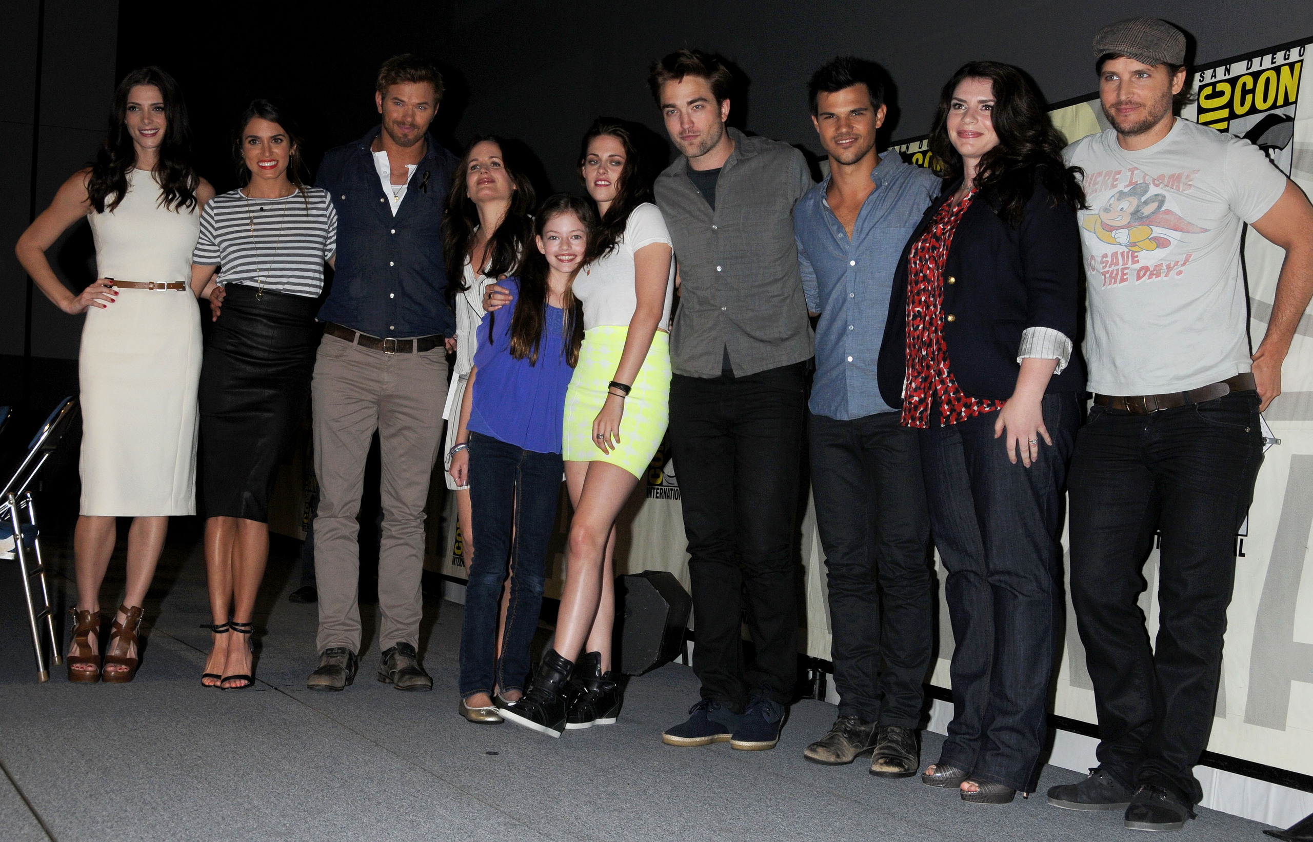 http://images5.fanpop.com/image/photos/31400000/Nikki-at-Comic-Con-2012-Twilight-Saga-Breaking-Dawn-Part-2-panel-12-07-12-nikki-reed-31454057-2560-1642.jpg