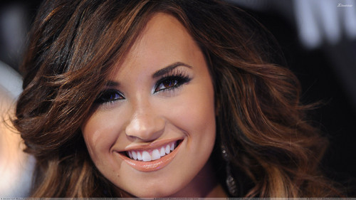 Demi Lovato fond d'écran containing a portrait titled OMG!!!!!!!!!!!!! DEMI'S CUTE SMILE!!!!!:)