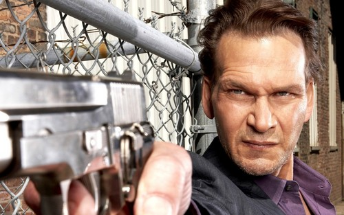 Patrick Swayze wallpaper with a chainlink fence called Patrick Swayze