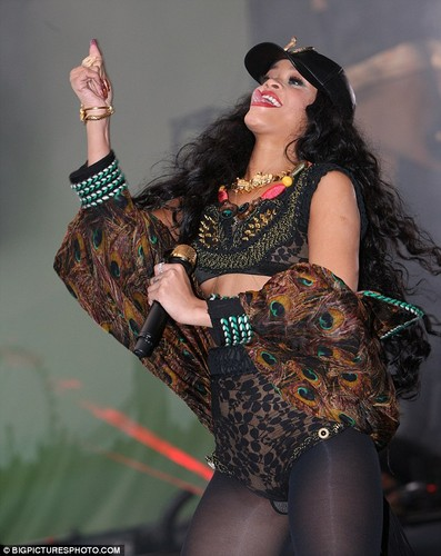 Performs Barclaycard Wireless Festival In 伦敦 [8 July 2012]