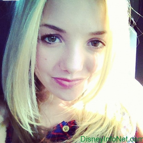Peyton R. List (Emma Ross) wallpaper containing a portrait called Peyton List