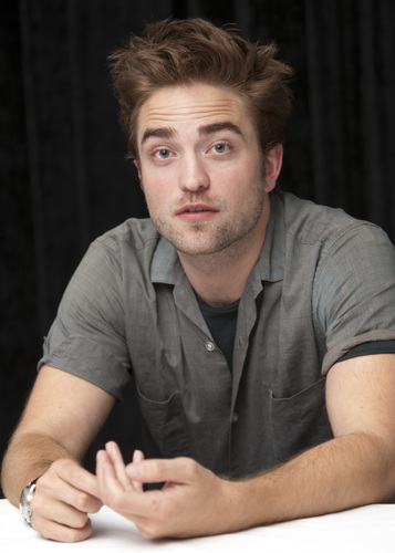 "fotografias of Rob at the ""Twilight Saga: Breaking Dawn, part 2"" press conference at SDCC 2012."
