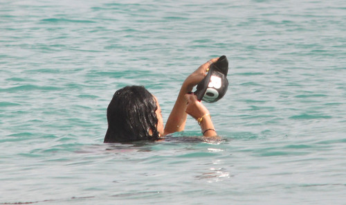 Relaxes In Barbados [11 July 2012]