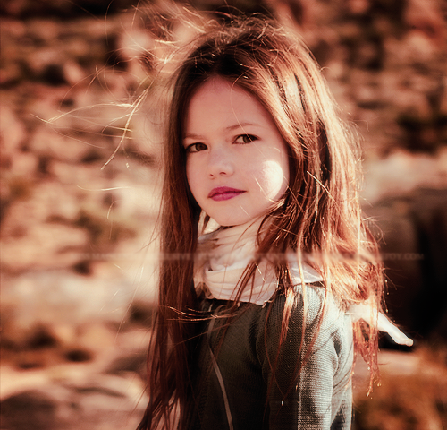 renesmee carlie cullen wallpaper probably containing a portrait entitled Renesmee