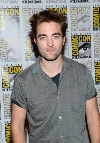 Robert&Kristen - Comic Con 2012 - July 12, 2012 - robert-pattinson-and-kristen-stewart Photo