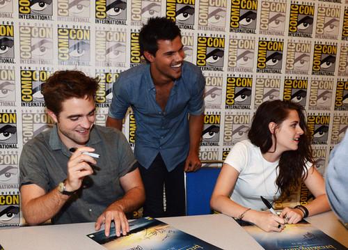 Robert&Kristen - Comic Con 2012 - July 12, 2012