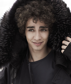 Robert Sheehan is Simon